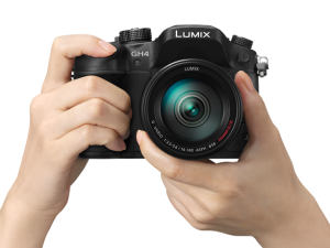 Panasonic-GH4-hands